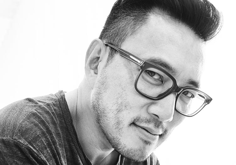 black and white image Minsuk Cho with glasses