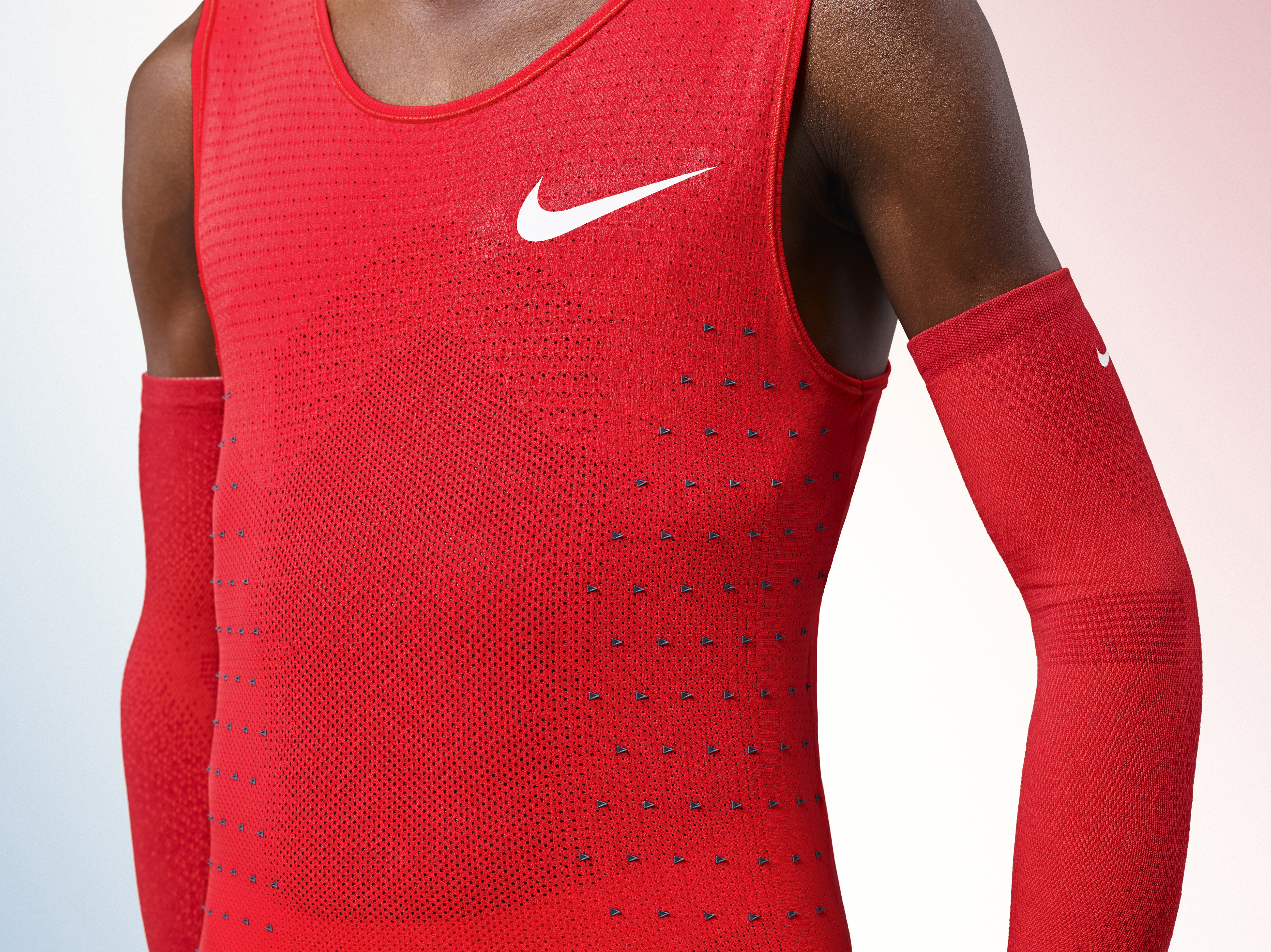 Nike running shirt red detail