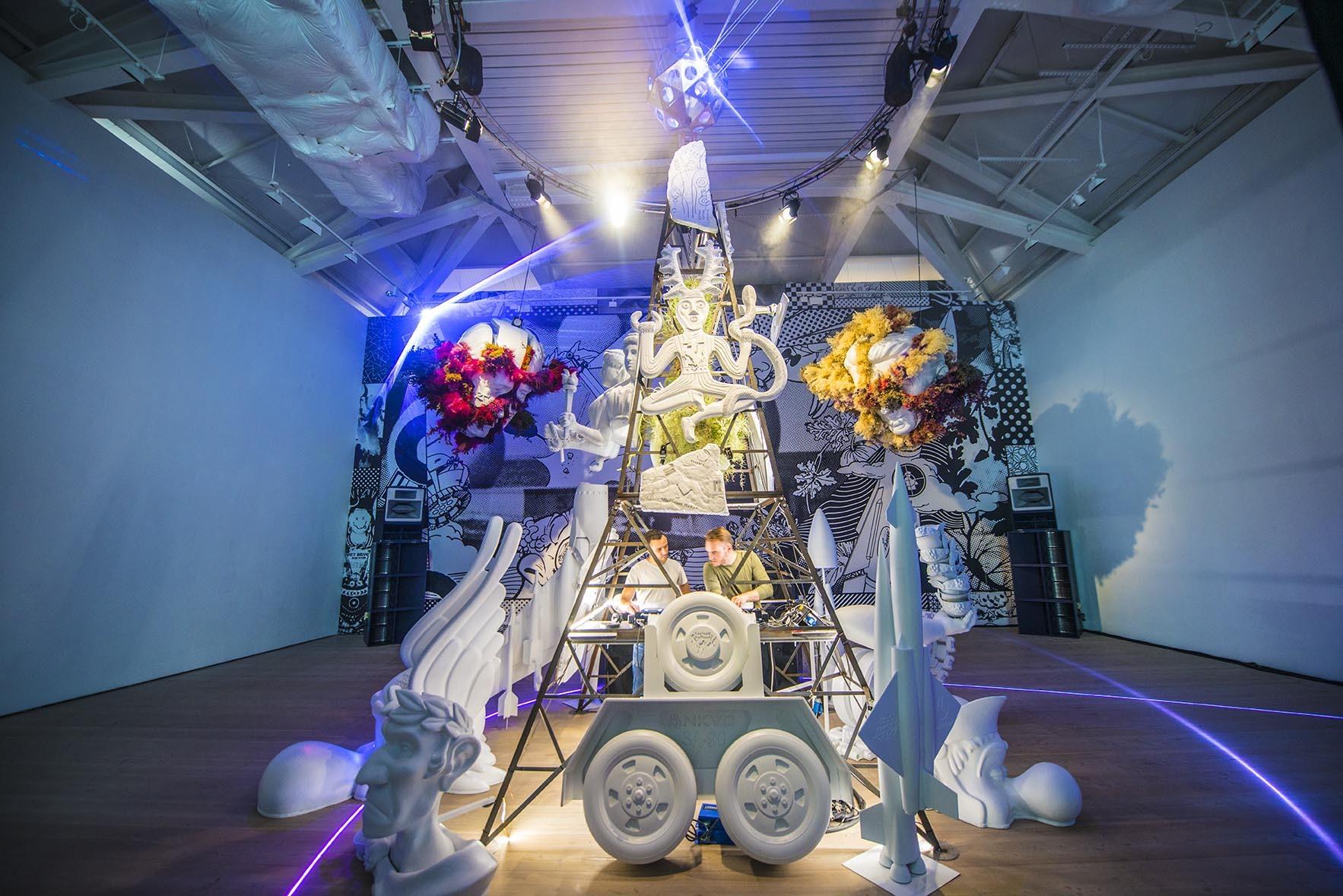 Saatchi gallery light up sculpture in room