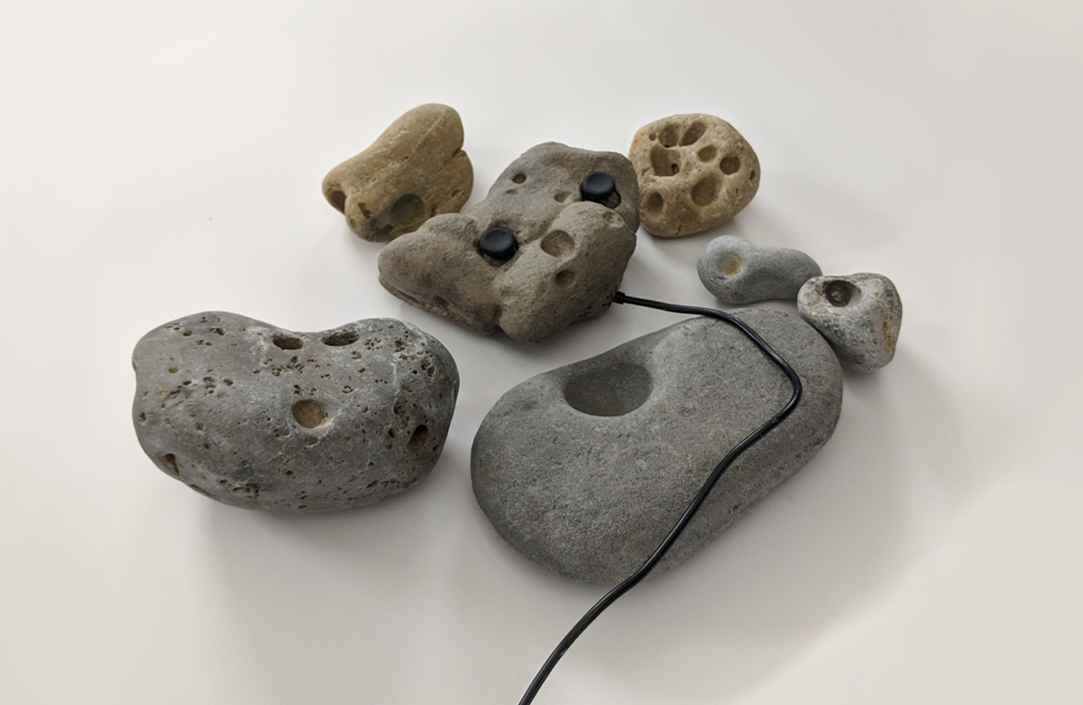 stones with wires