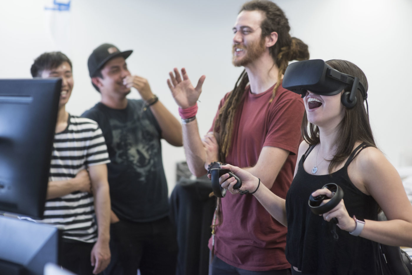 students experiment with design in virtual reality