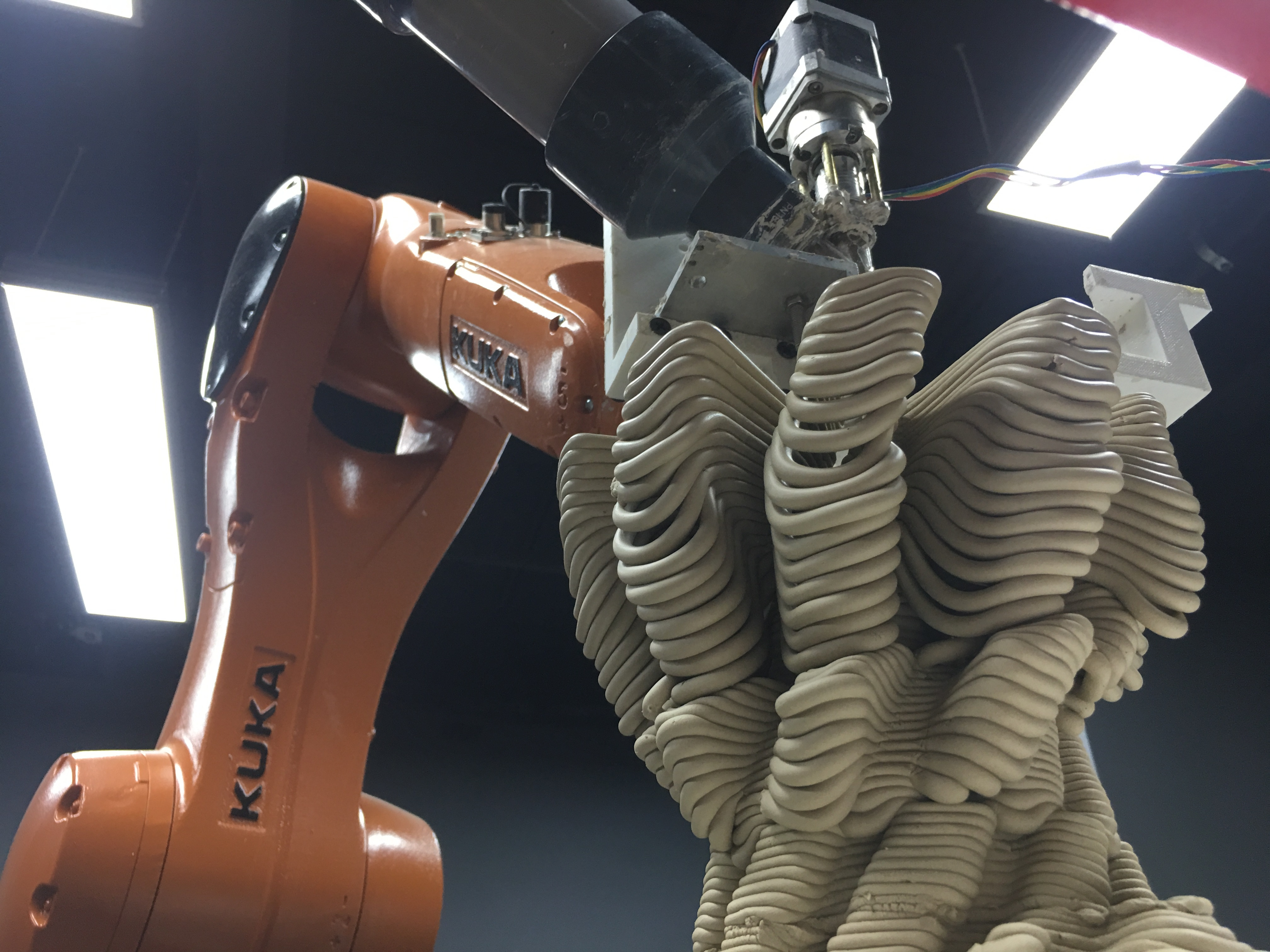 kuka robot arm 3d prints ceramic vessels