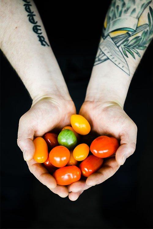 Orangeriet, tomater i hand