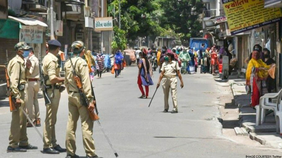 Surat Policeman Injured after Locals Throw Stones at Him for Enforcing COVID-19 Lockdown