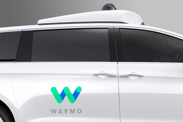 Minivan Chrysler Pacifica Hybrid sin conductor de Waymo 2