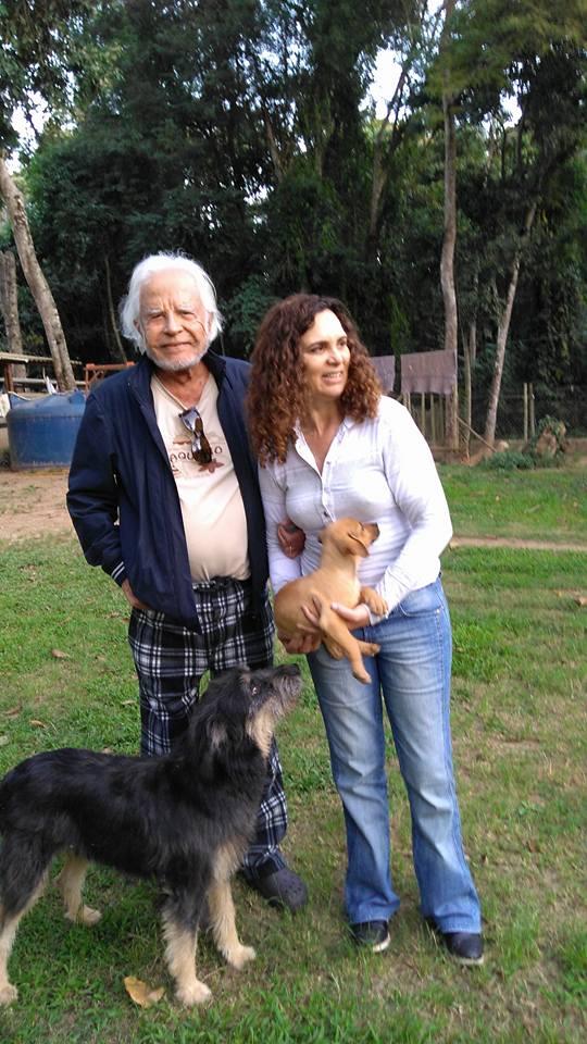 Cid Moreira adota 3 peludinhas na Dog's