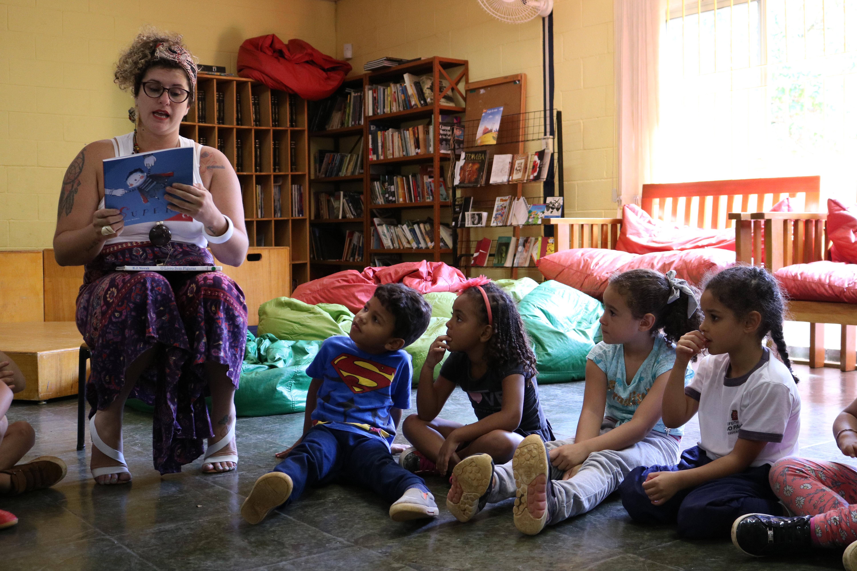 Atividade na Biblioteca Julita