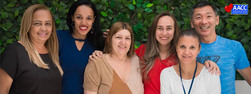 Equipe associação de apoio à criança com câncer