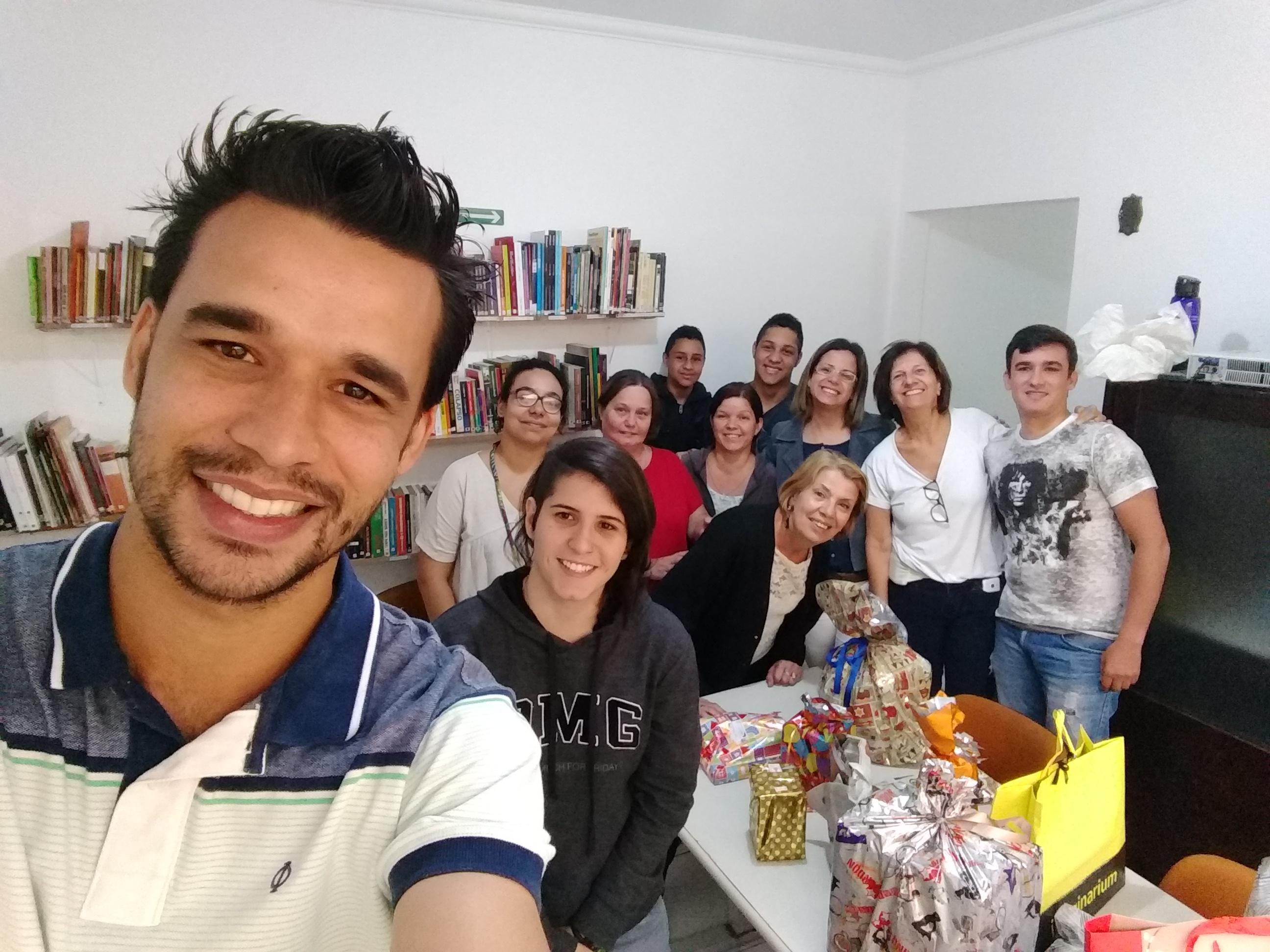 Foto da equipe da ONG ADAE