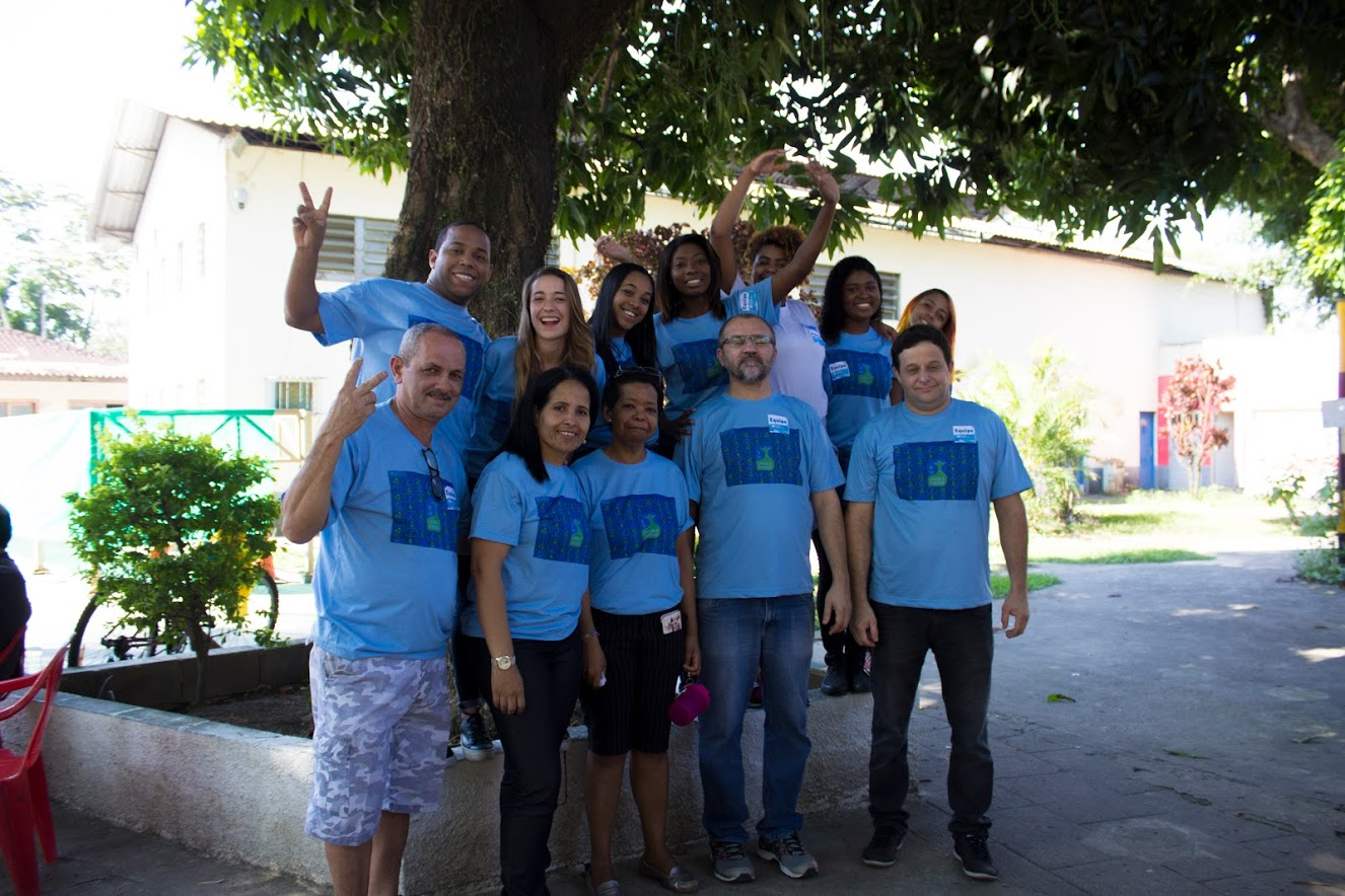 Foto da equipe da ONG Aldeias Infantis SOS Brasil