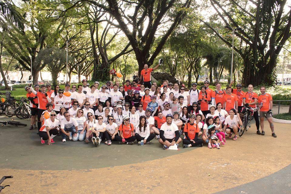 Foto da equipe da ONG Amigos Multiplos pela Esclerose