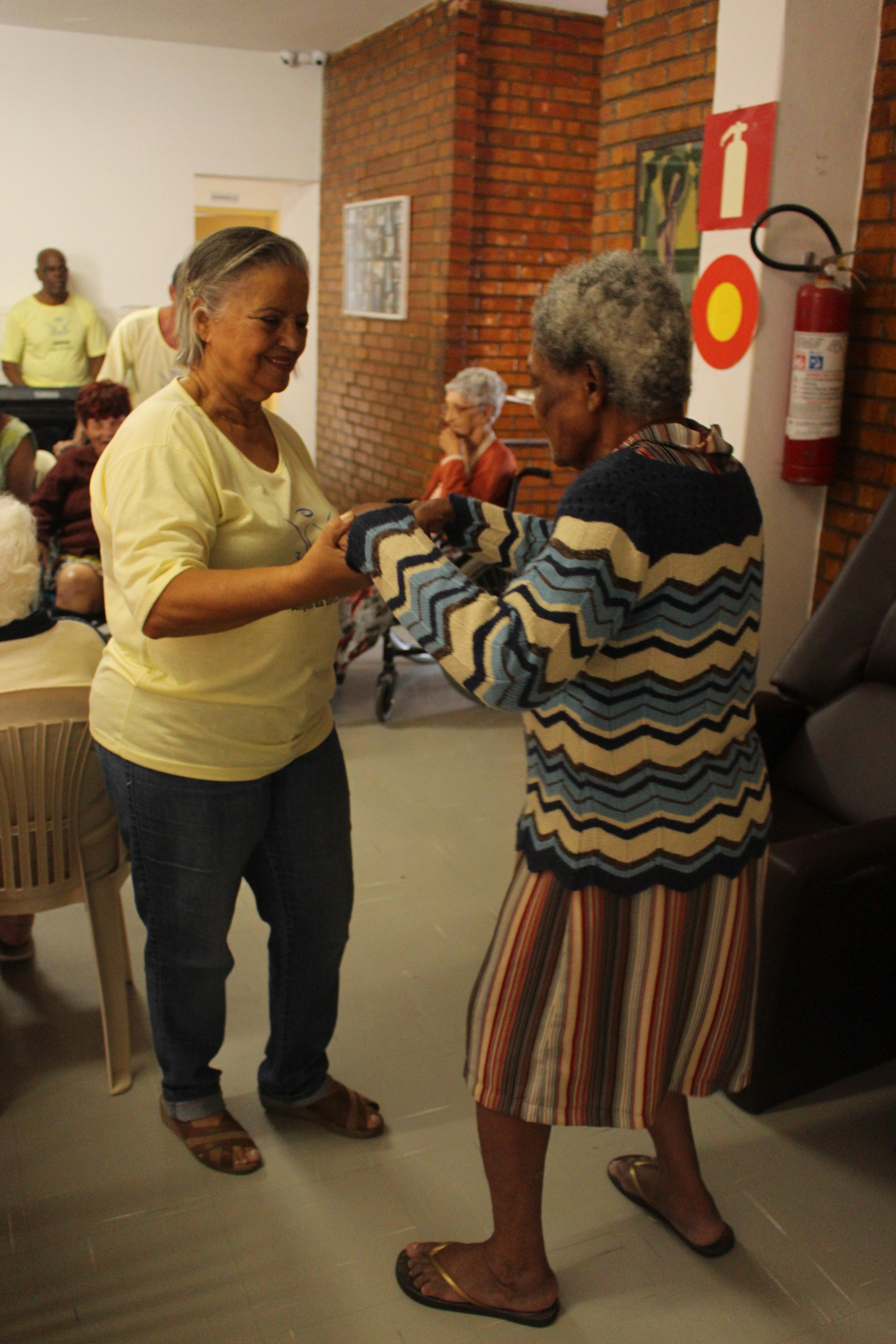 Foto da equipe da ONG Associação Anjos da Dança - ANDA