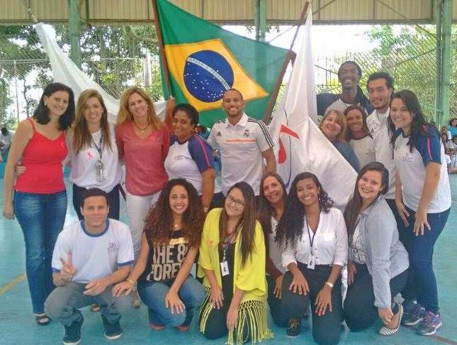 Foto da equipe da ONG Centro Juvenil Oratório Mamãe Margarida