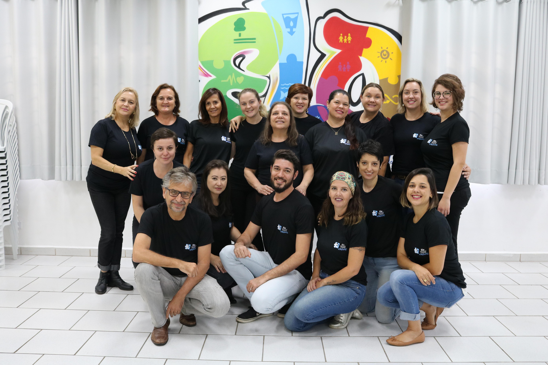Foto da equipe da ONG Elo Apoio Social e Ambiental