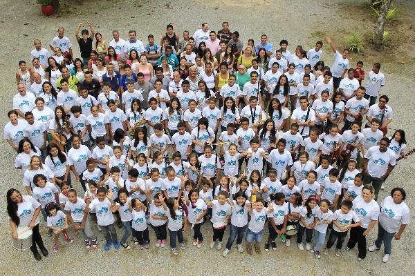 Foto da equipe da ONG Fundação 10 de Agosto
