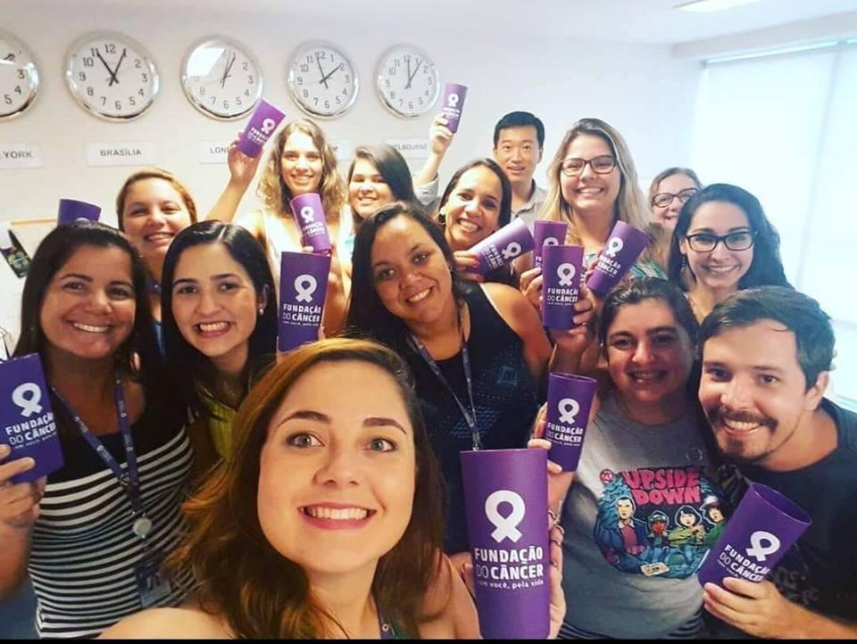 Foto da equipe da ONG fundação do câncer