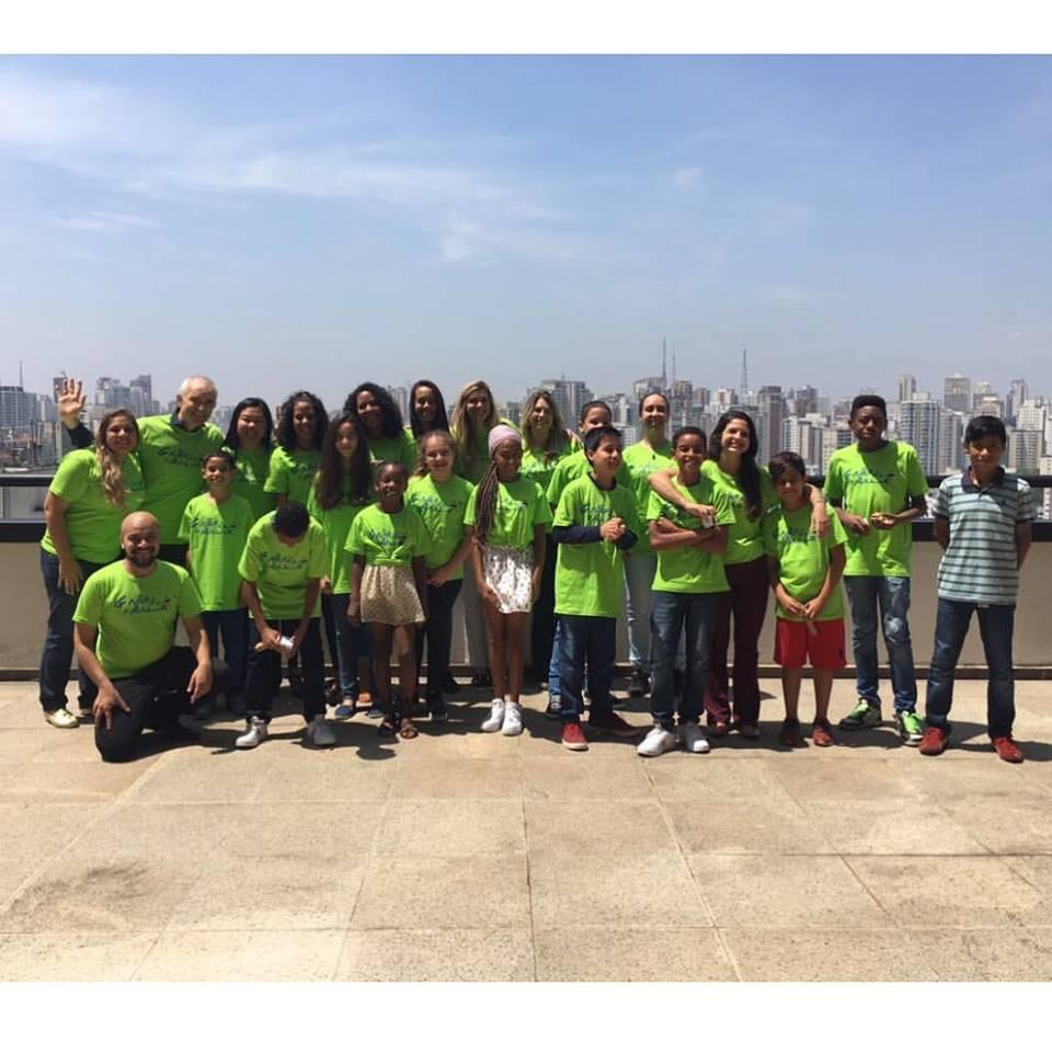 Foto da equipe da ONG Instituto Grão de Areia