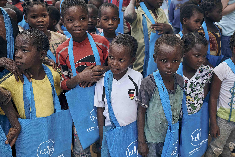 Foto da equipe da ONG ongd helpo