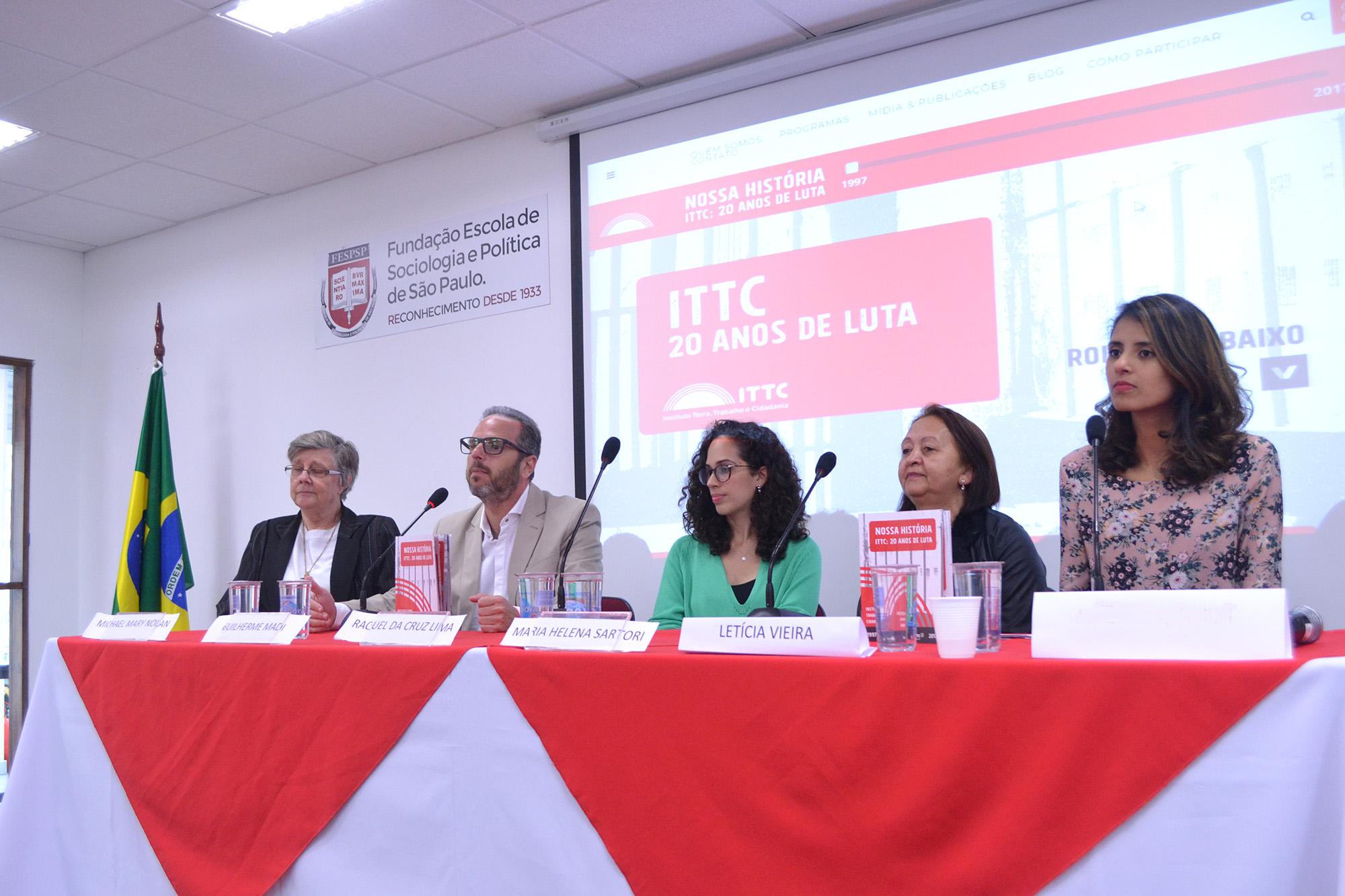 Foto da equipe da ONG Instituto Terra, Trabalho e Cidadania