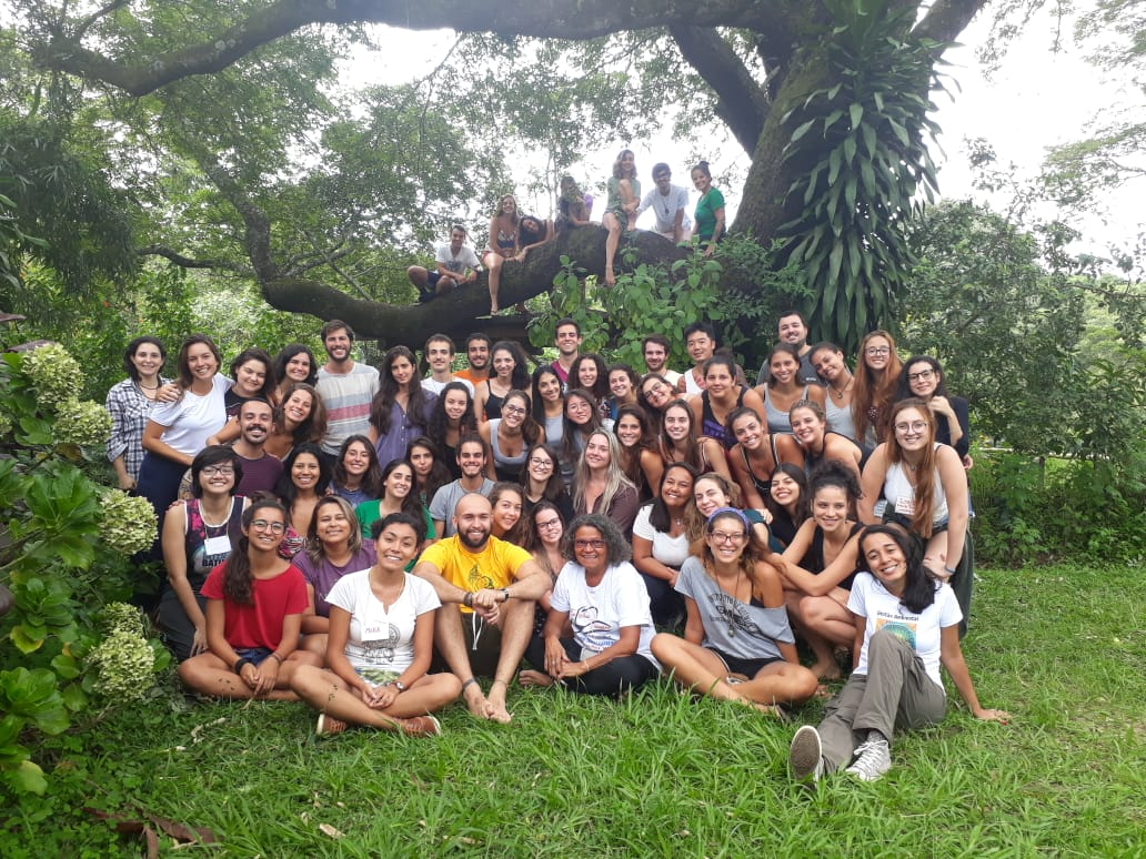 Foto da equipe da ONG Núcleo de Apoio à População Ribeirinha da Amazônia