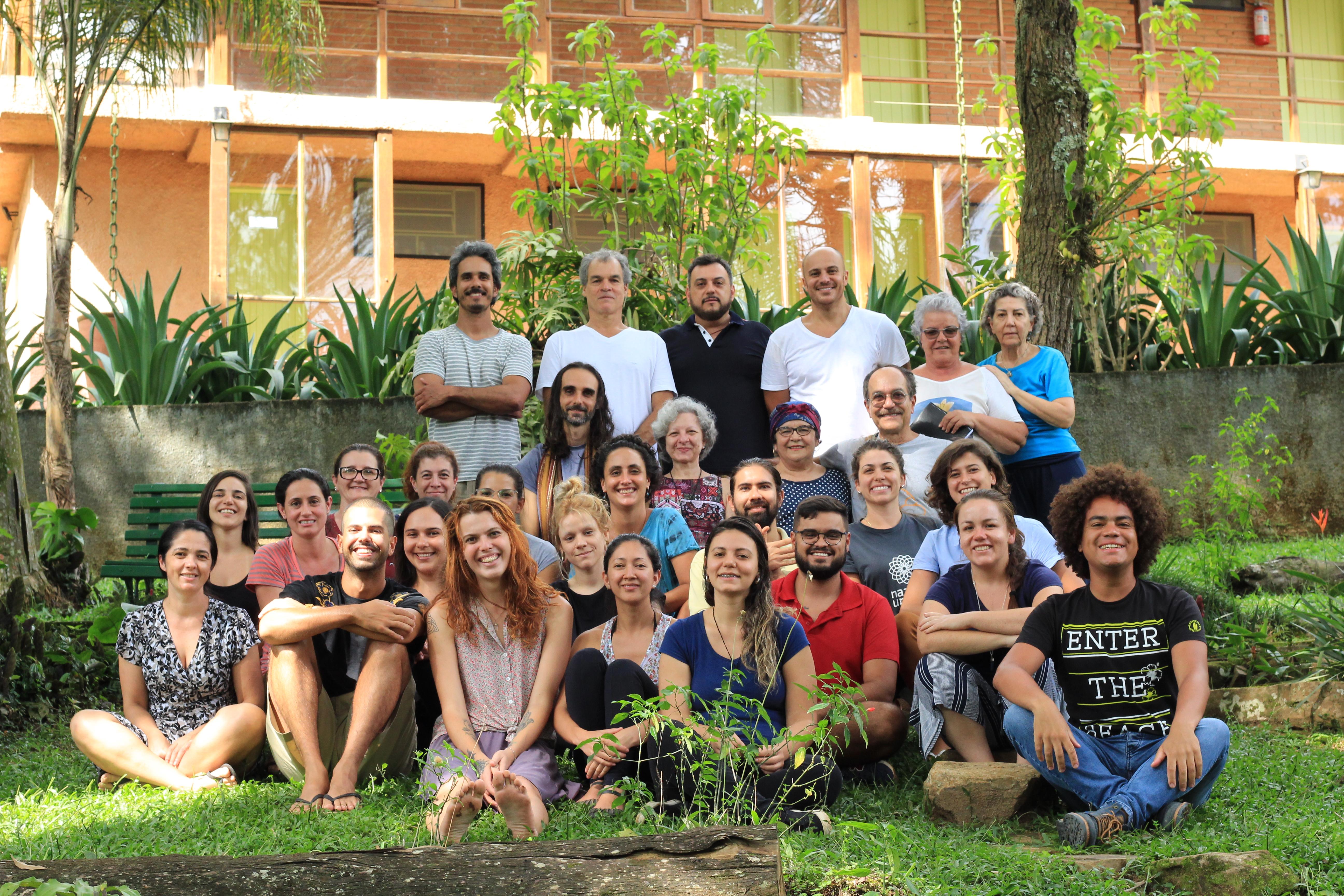 Foto da equipe da ONG Nazaré Universidade da Luz