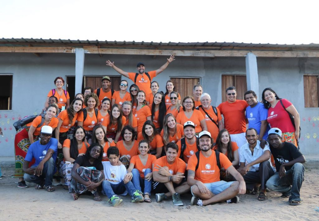 Foto da equipe da ONG MISSÃO ÁFRICA