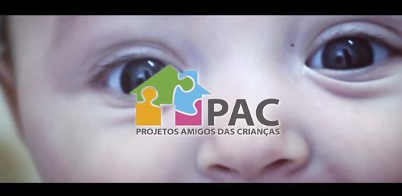 Foto da equipe da ONG pac projetos amigos das crianças