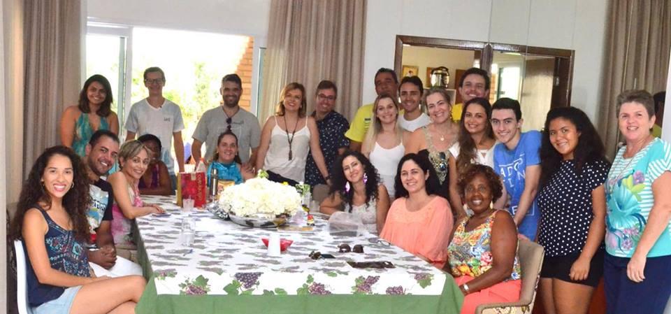 Foto da equipe da ONG pontes-de-amor