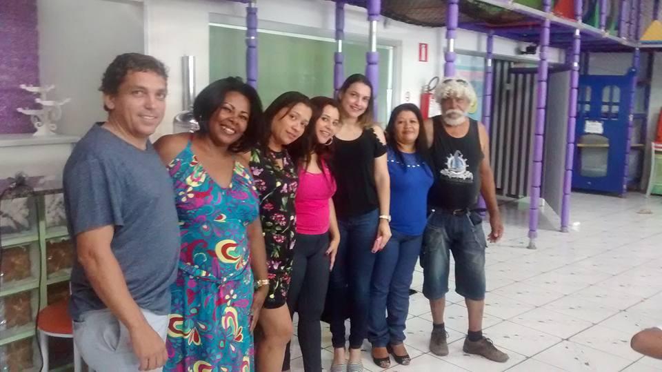 Foto da equipe da ONG Portadores da alegria