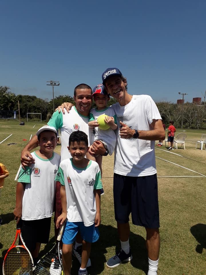 Raquetes Salvam vidas através do tênis