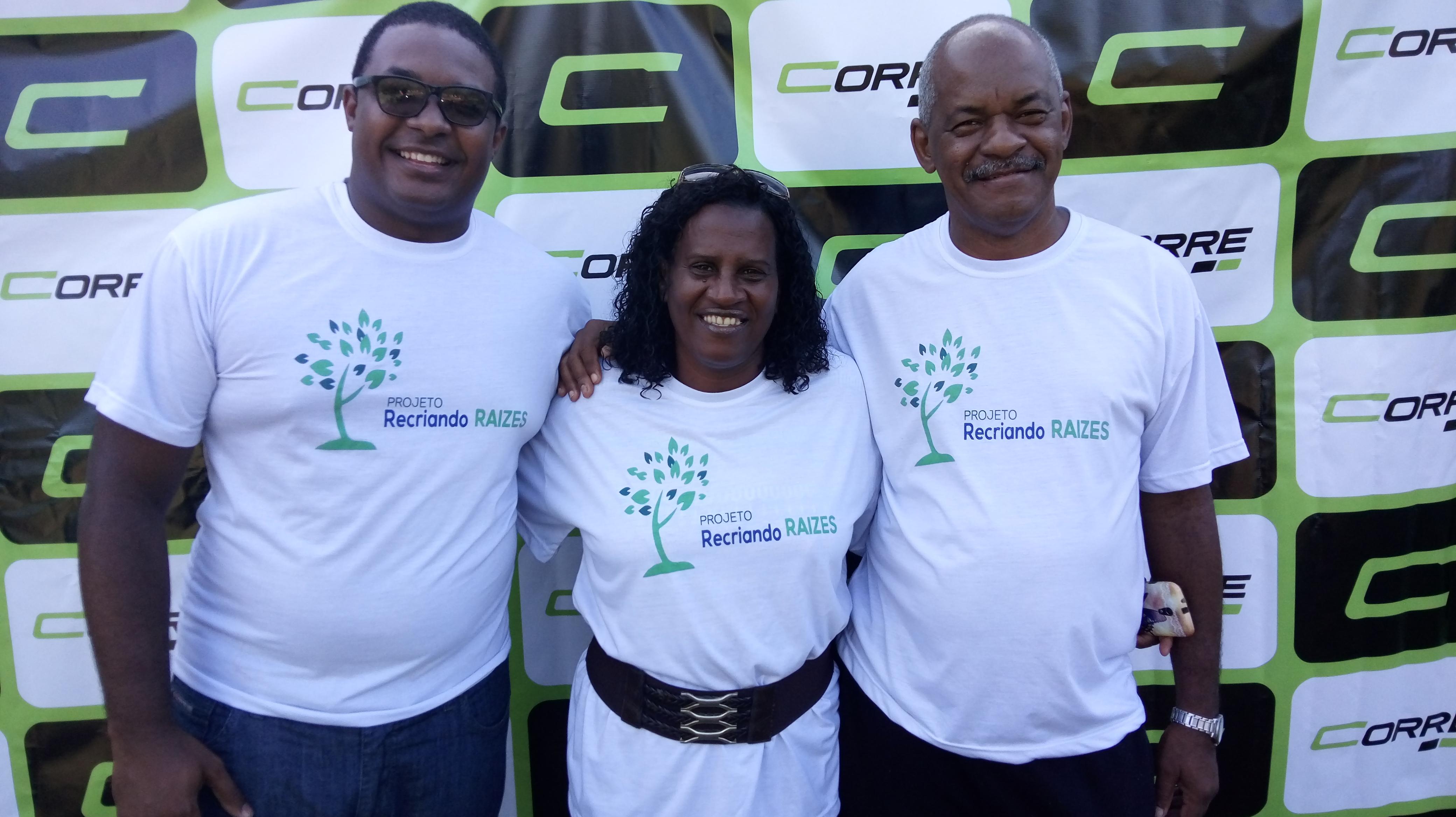 Foto da equipe da ONG Projeto Recriando Raíze