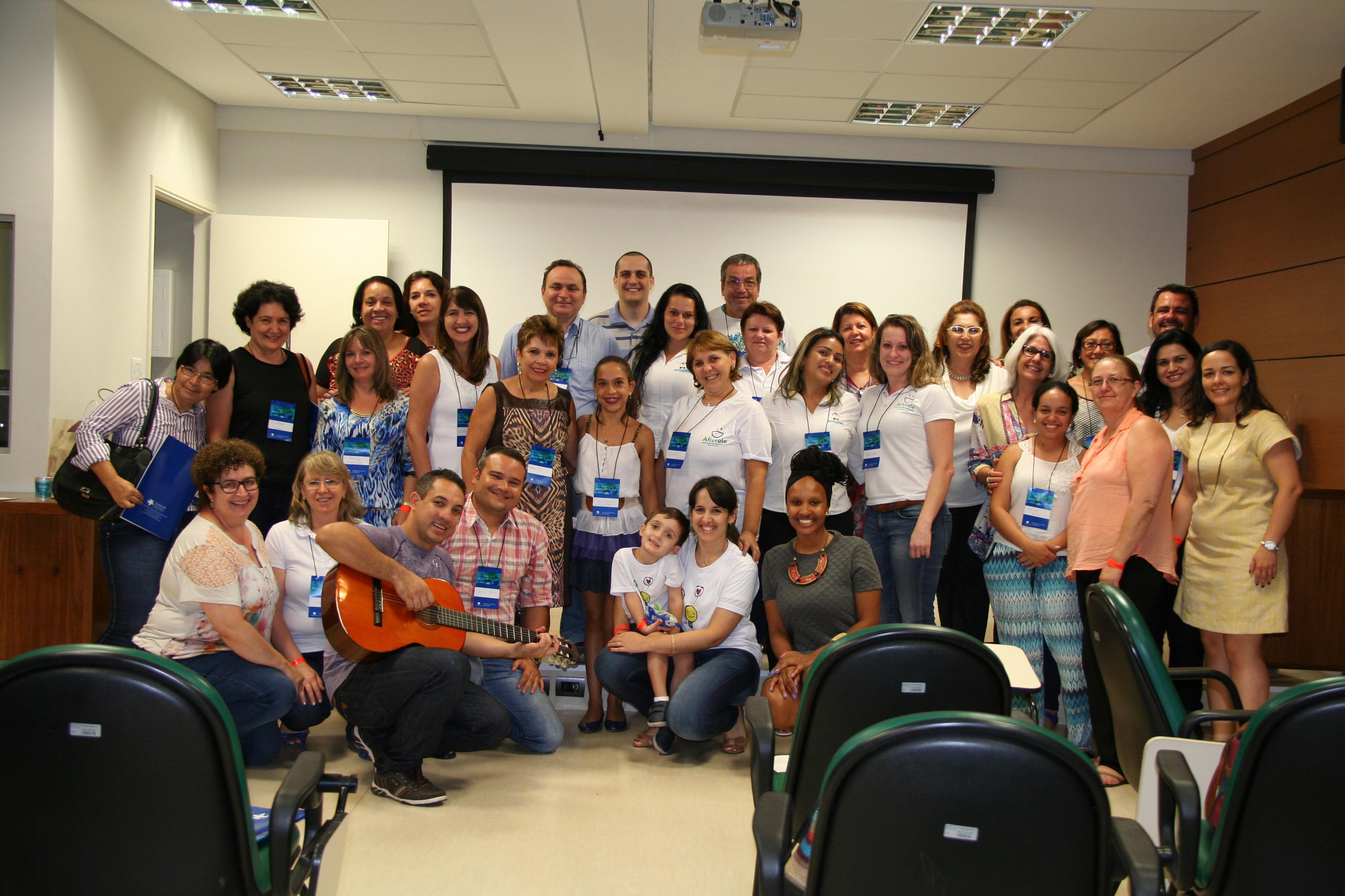 Foto da equipe da ONG Rede Nacional de Associações de Pais e Pessoas com Fissura Labiopalatina