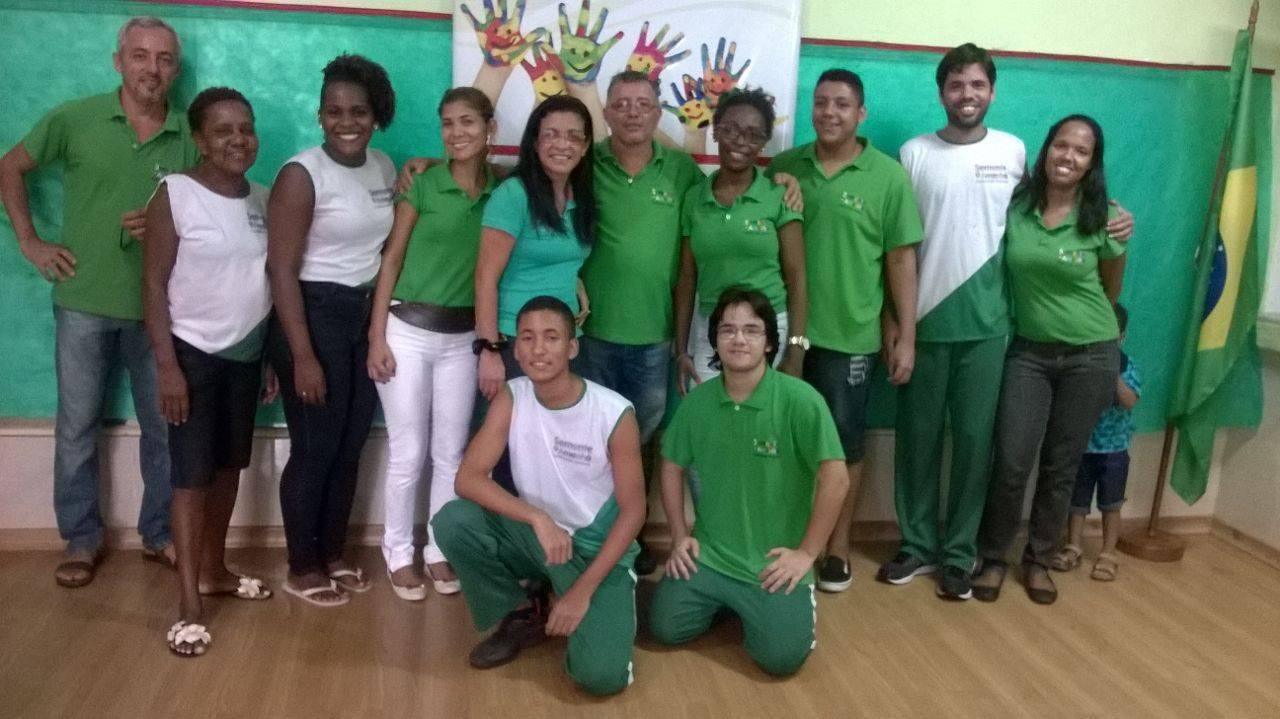 Foto da equipe da ONG núcleo sócio cultural semente do amanhã