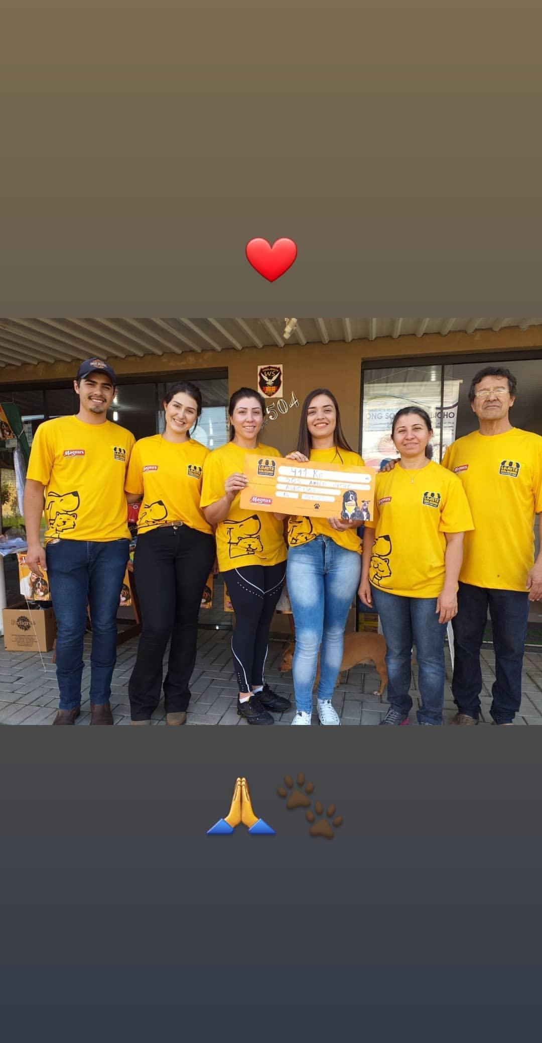 Foto da equipe da ONG Sos Amigo Bicho
