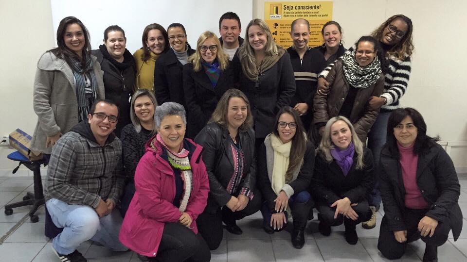 Foto da equipe da ONG Universidade Livre Para Eficiência Humana - UNILEHU