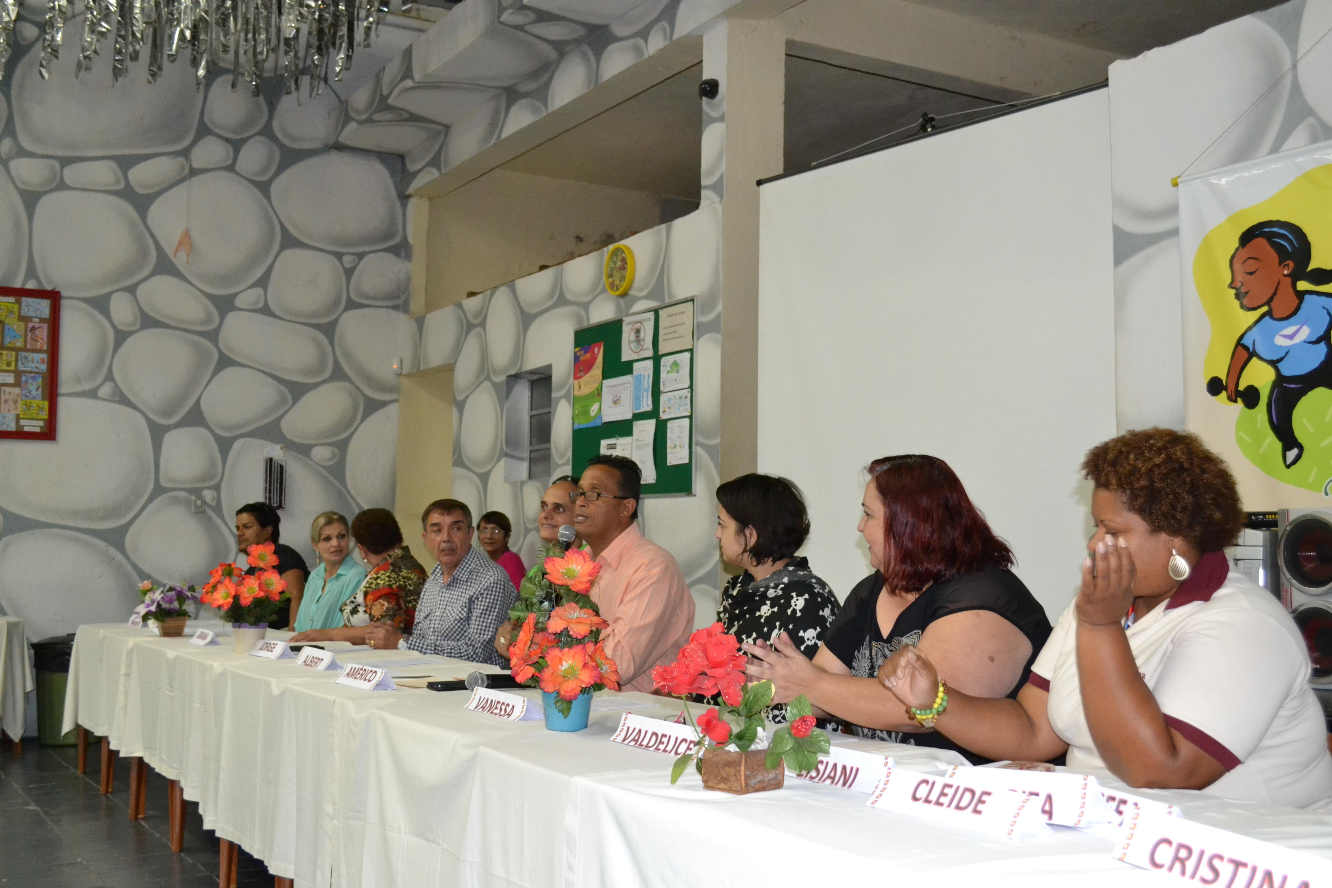 Foto da equipe da ONG instituto vida nova integração social  educação e cidadania