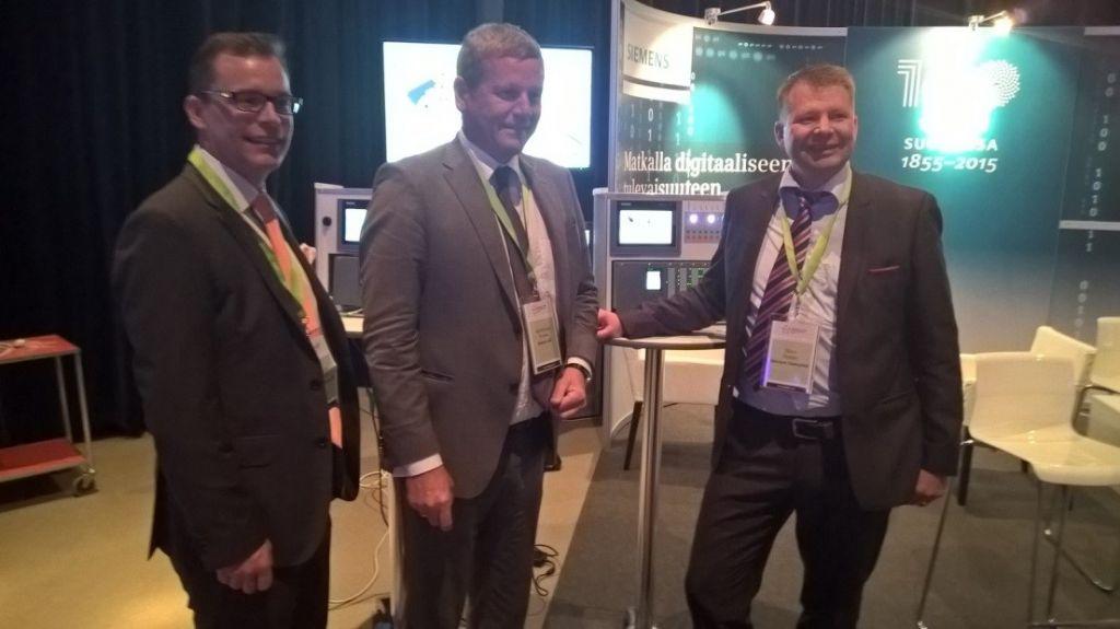 Siemens Osakeyhtiön toimitusjohtaja Janne Öhman, Siemens AG:n Ralf-Michael Franke, CEO Factory Automation, Germany ja johtaja Björn Nysten, Industry Automation