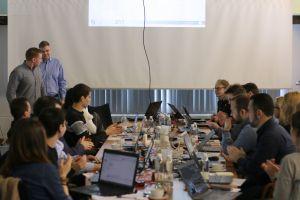 Opiskelijat esittivät työnsä Factory2Fit-hankkeen tapaamisessa Kauhavalla.