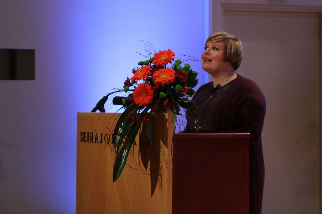 Peruspalveluministeri Annika Saarikko