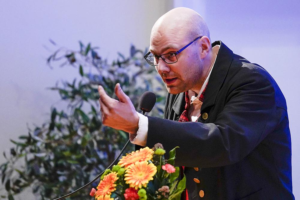 Heikoollenkki-kokoonpano kutsui Tapion lauluun mukaan.