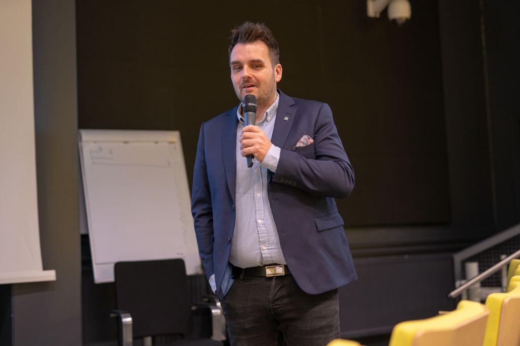 Finaalipäivässä kuultiin myös yrittäjä Joni Nelimarkkaa ja Bayerncar Oy:n tarinaa.
