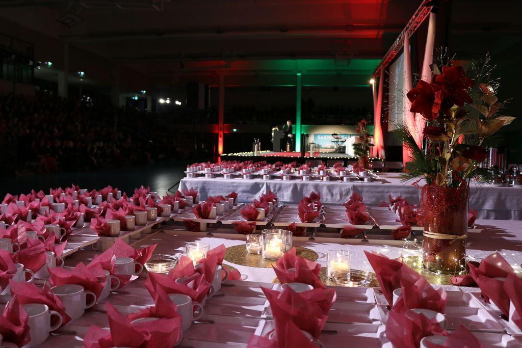 Juhlavieraita odotti seremonian päälle kahvitarjoilu
