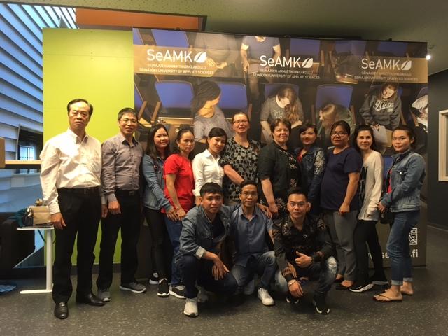 Vietnamilaisryhmä vierailulla SeAMKissa
