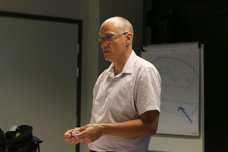 Kurssin kouluttajana toimineella Michael Dollinilla on yli 20 vuoden kokemus Prince2-metodista.