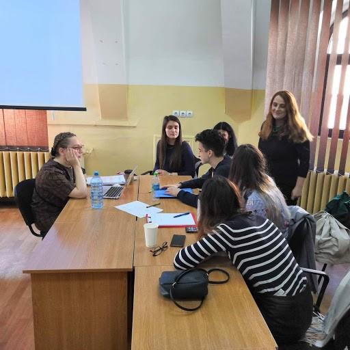 SeAMKin kirjasto- ja tietopalvelun opiskelijoita Romaniassa