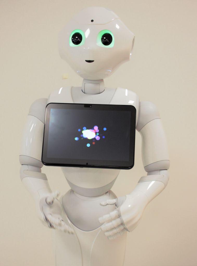 Pepper-robotti osaa kuunnalla. Kuvassa Pepper.