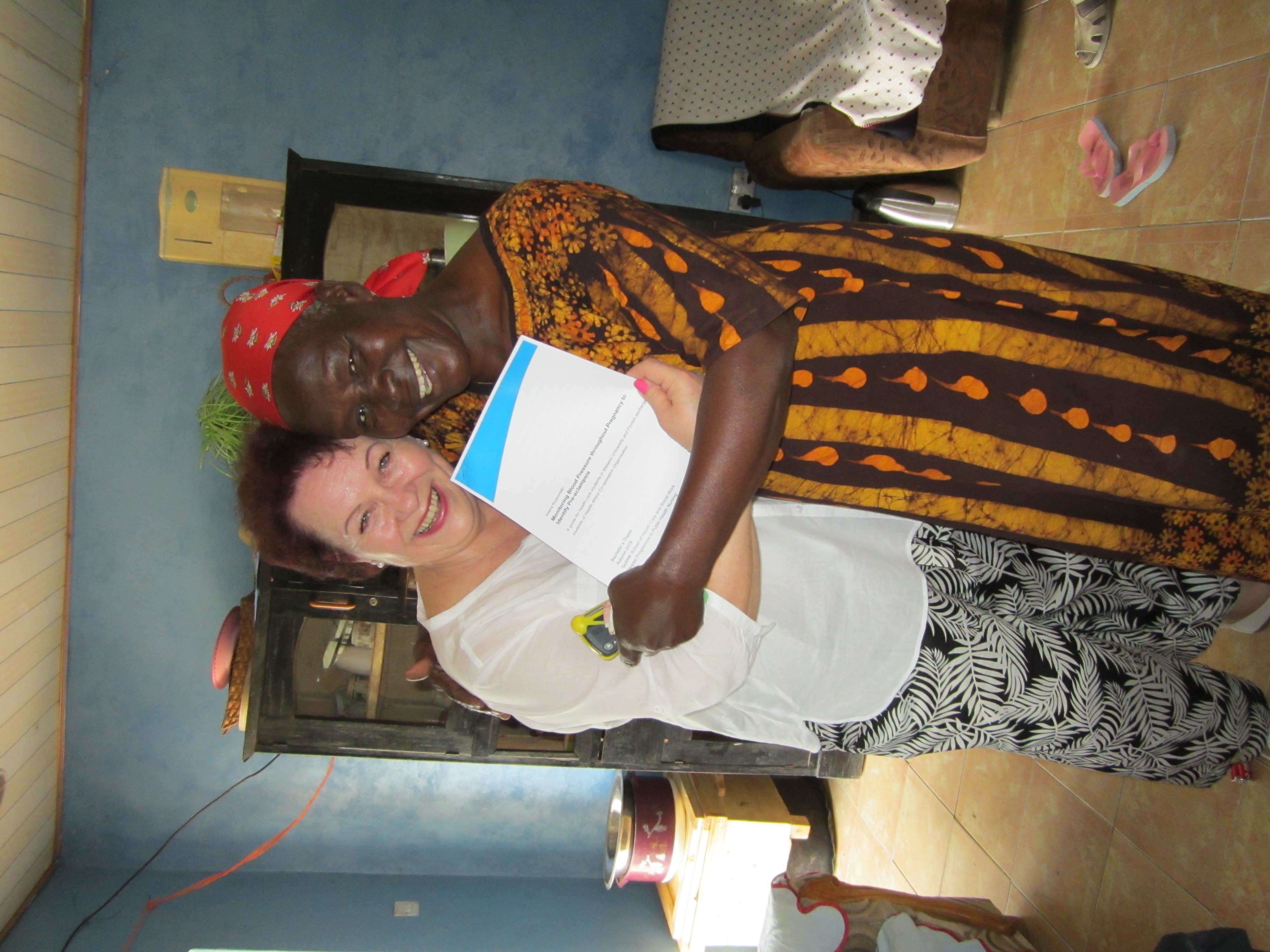 Opinnäytetyön luovutustilaisuus Keniassa