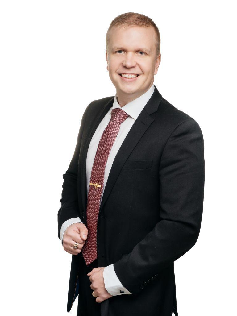 Portrait picture of Jaakko Hallila