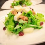 Salaattiannos./ Salad serving.