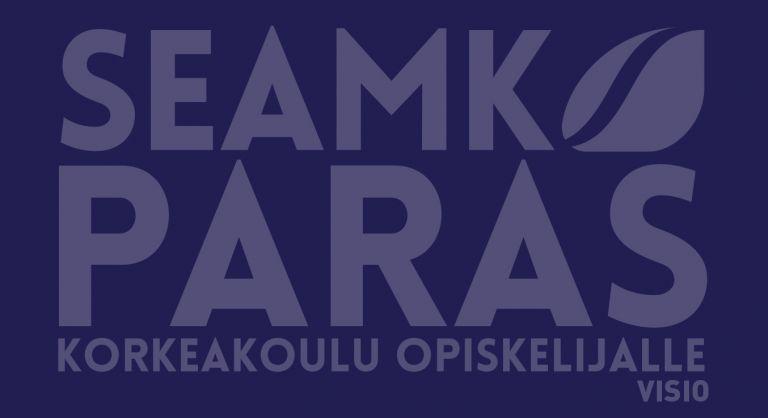 Vaalea teksti SeAMK, paras korkeakoulu opiskelijalle sinisellä pohjalla.